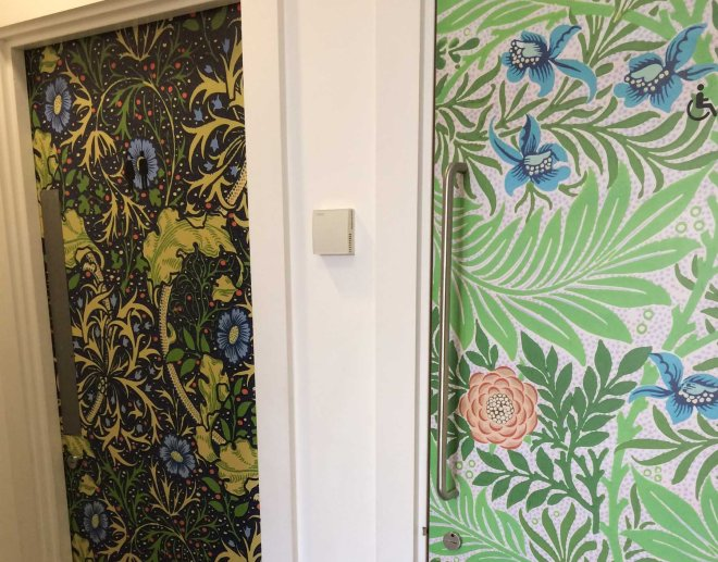 william-morris-patterns-on-toilet-doors