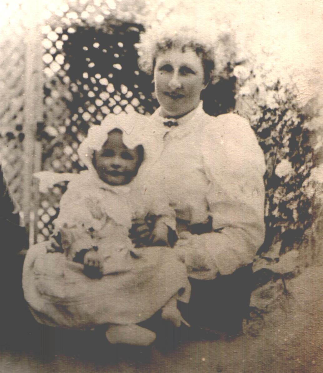 Nini & Dora c.1900